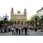 Minuto de silencio en la plaza de la Catedral de Santa Ana de Las Palmas de Gran Canaria